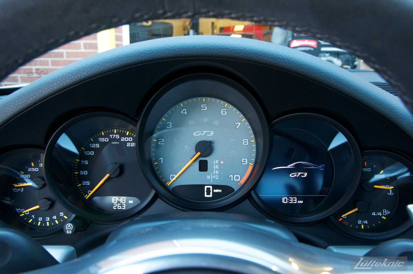 Interior gauges with the central tachometer on the Lüfteknic Porsche 991 GT3