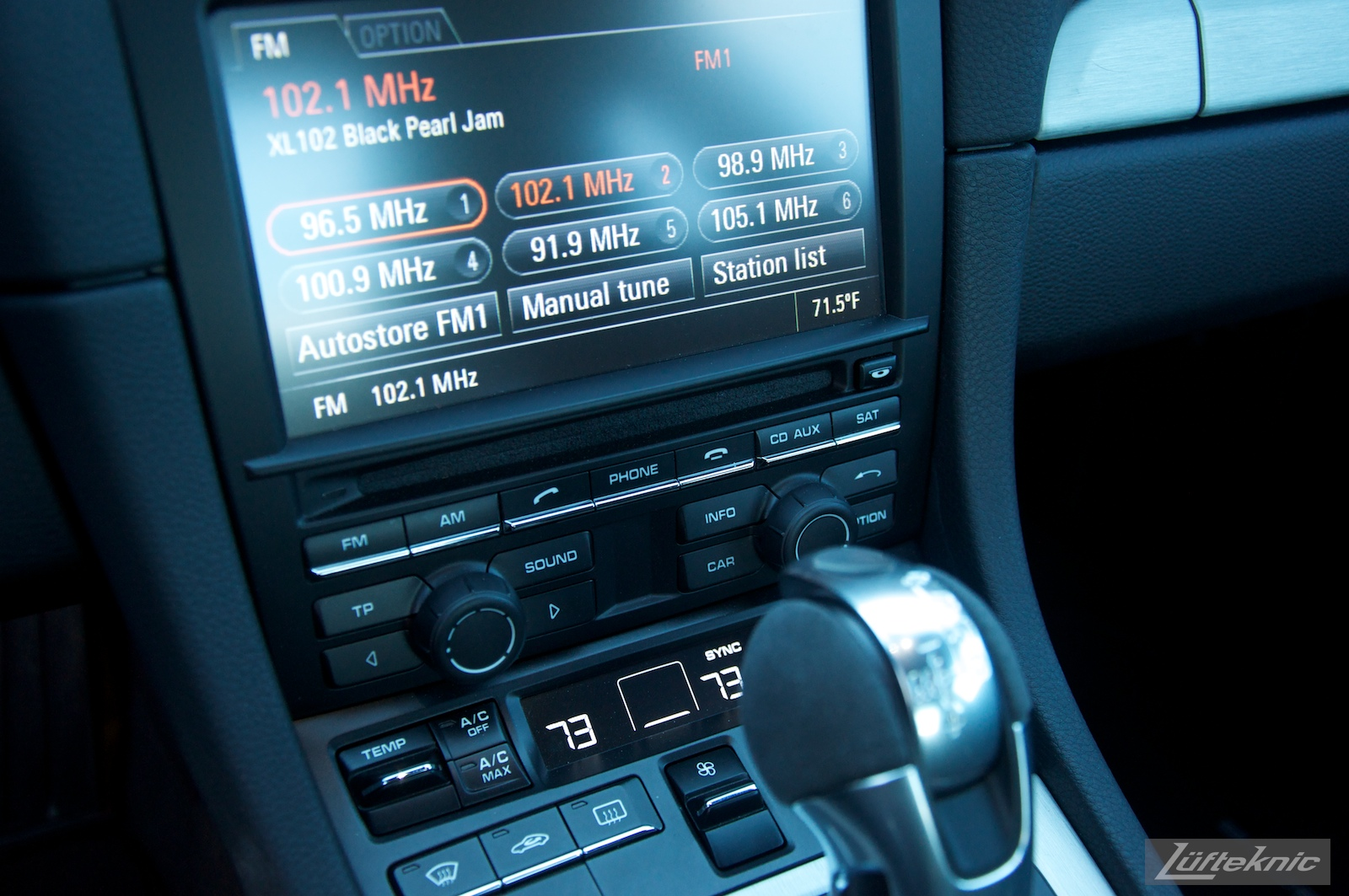Lüfteknic Porsche 991 GT3 radio and display