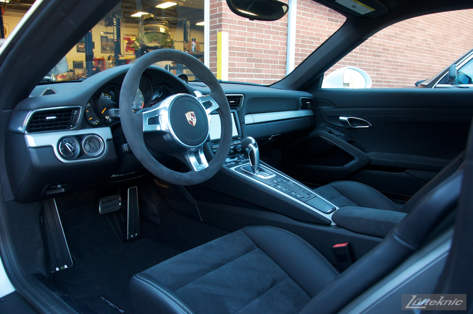 Lux interior of the Lüfteknic Porsche 991 GT3. Suede everywhere!