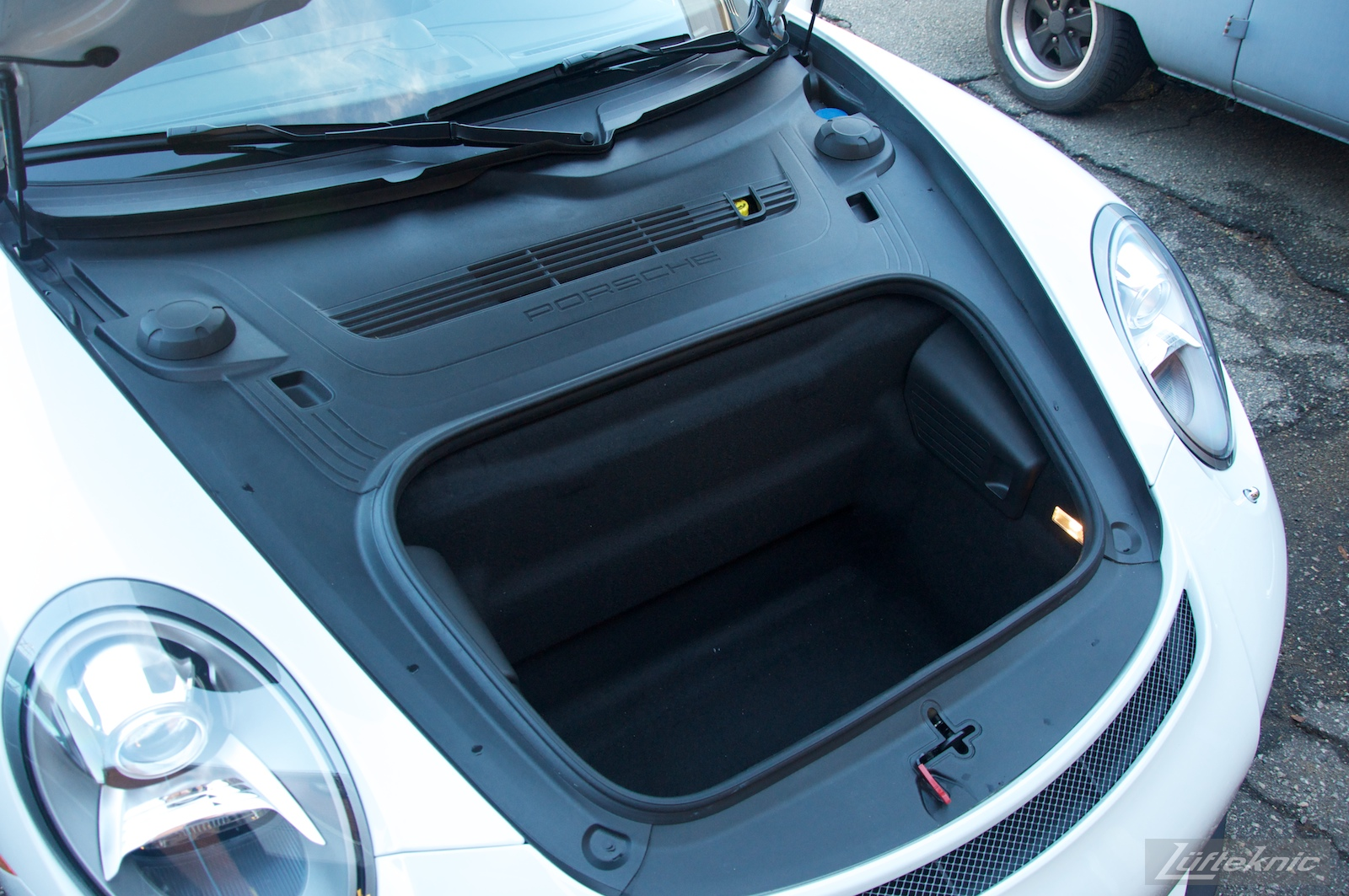 Open hood shows truck space at the front of the Lüfteknic Porsche 991 GT3