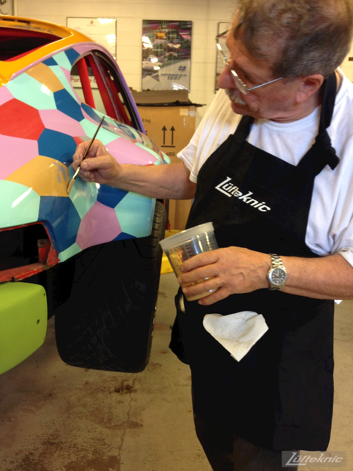 Hand painting lozenge camo on a porsche 911 turbo