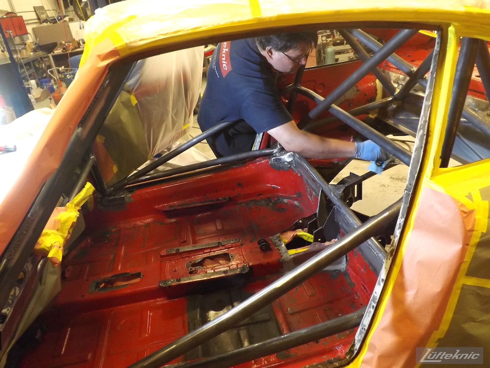 Raw roll cage in projectstuka before paint.