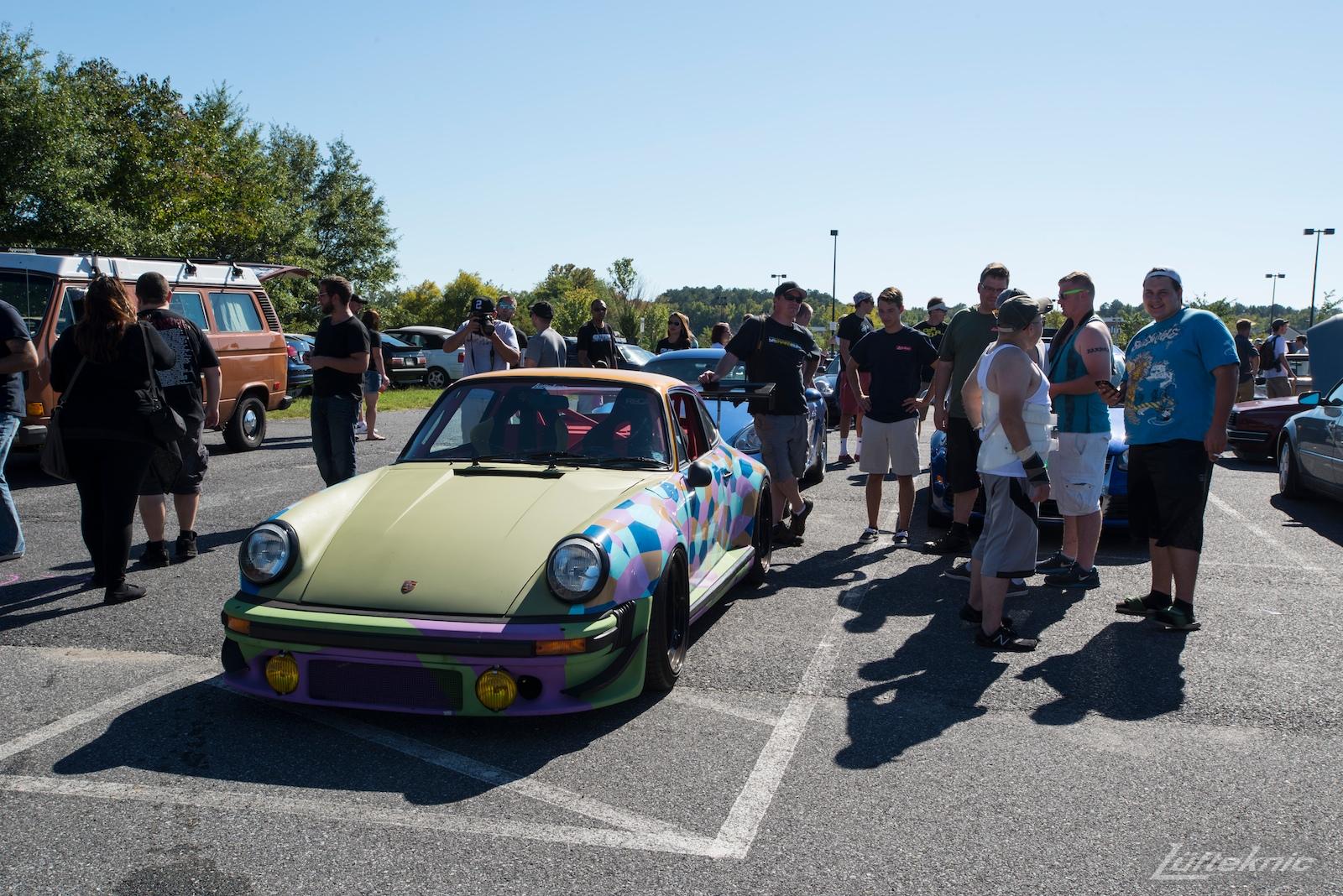 Lüfteknic #projectstuka Porsche 930 Turbo gathers onlookers at a car show