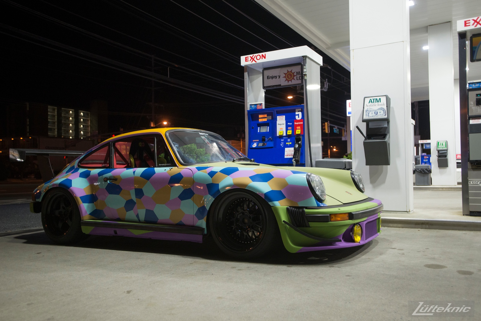 The Lüfteknic #projectstuka Porsche 930 Turbo with exxon gas pump.