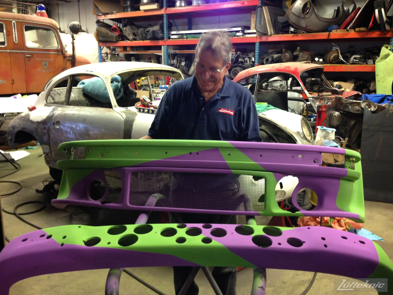 Lüfteknic #projectstuka Porsche 930 Turbo bumper painting done in purple and green.
