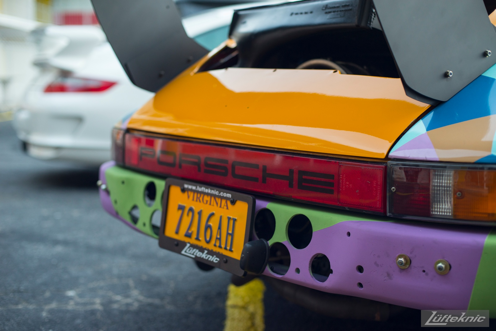 A close up of the Lüfteknic #projectstuka Porsche 930 Turbo rear end with a gt3
