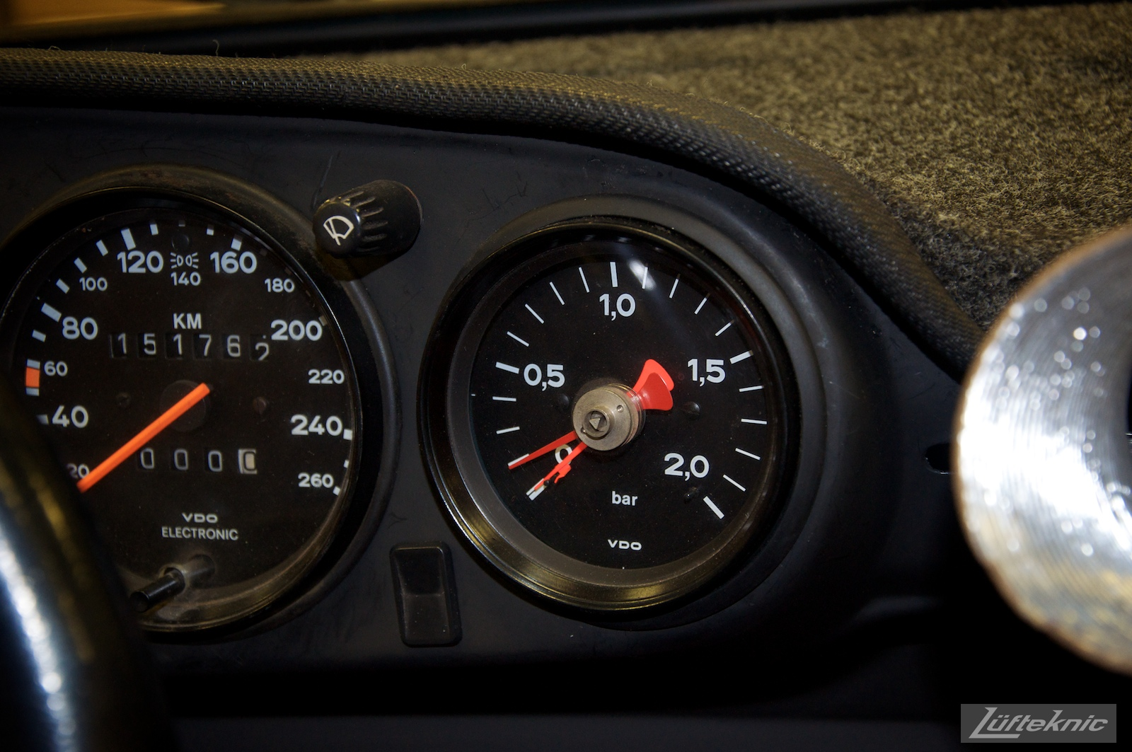 935 style boost gauge on the Lüfteknic #projectstuka Porsche 930 Turbo