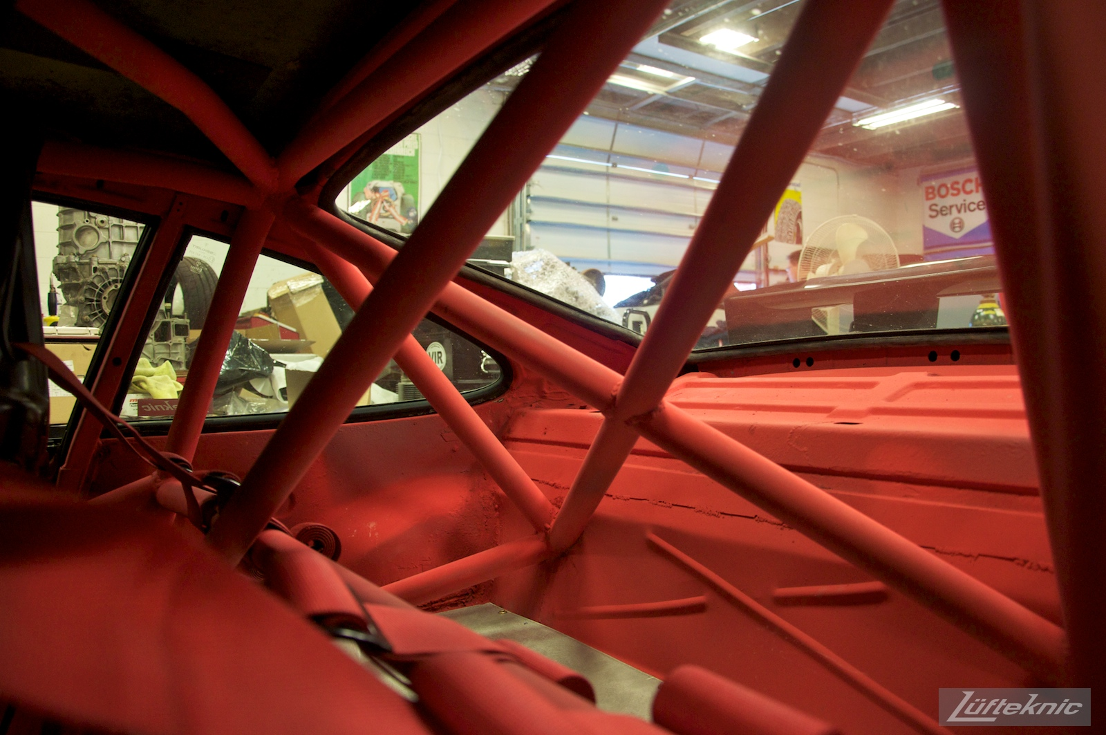 Roll cage details on the Lüfteknic #projectstuka Porsche 930 Turbo
