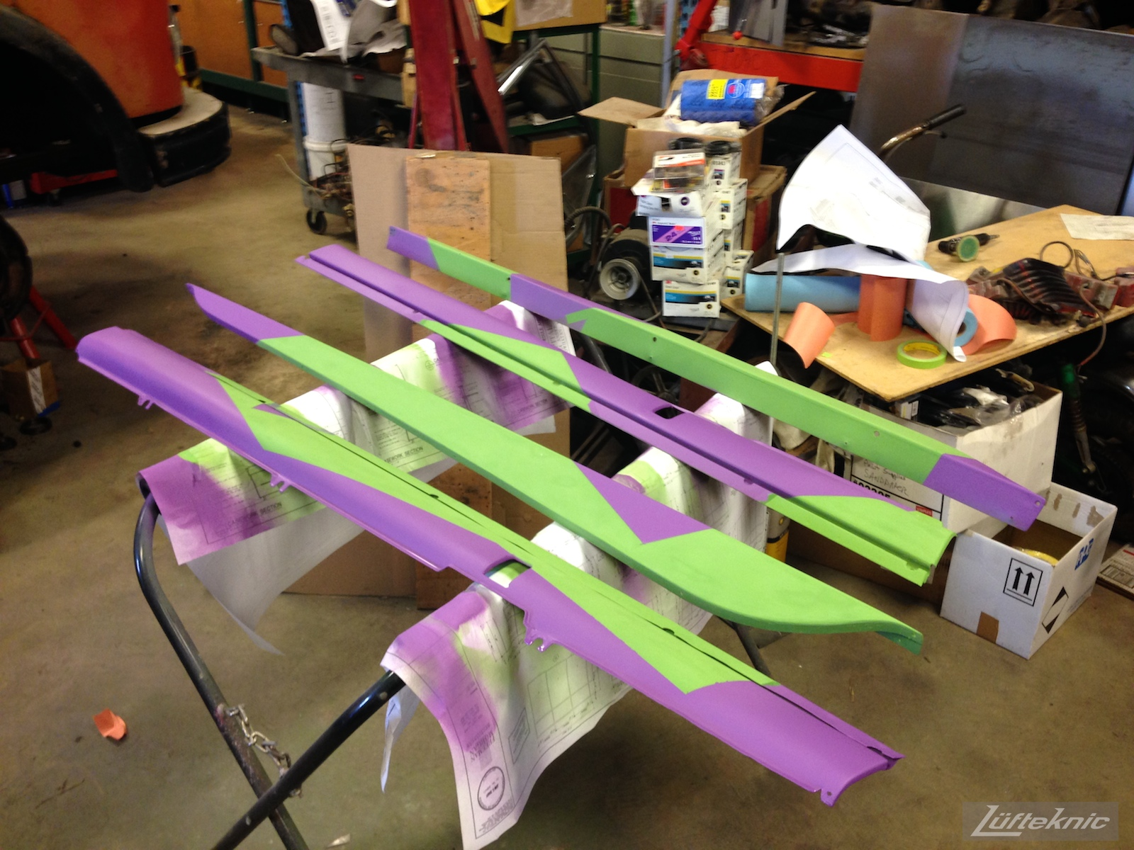 Lüfteknic #projectstuka Porsche 930 Turbo side skirts painted in purple and green
