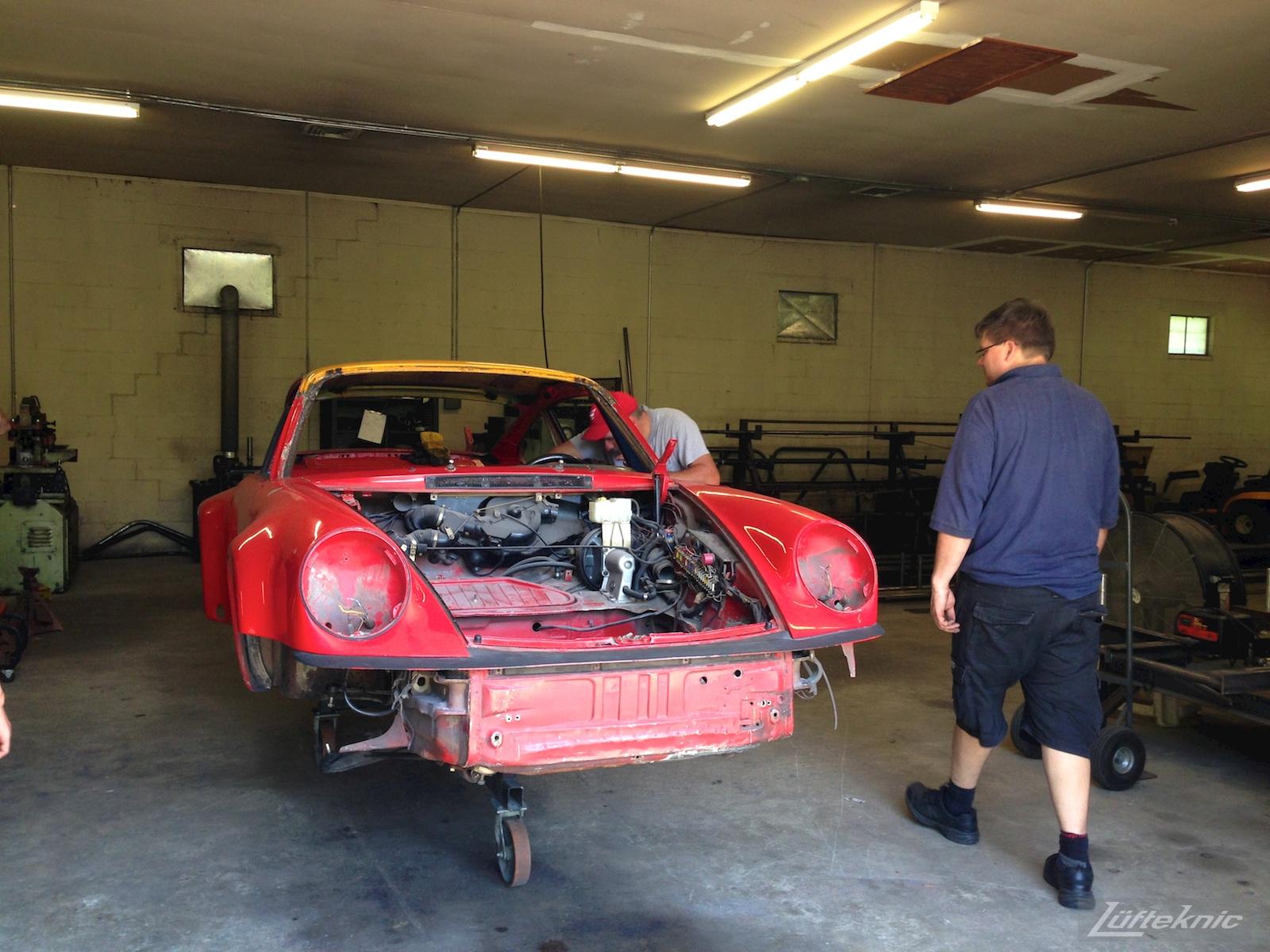 Lüfteknic #projectstuka Porsche 930 Turbo at the roll cage shop