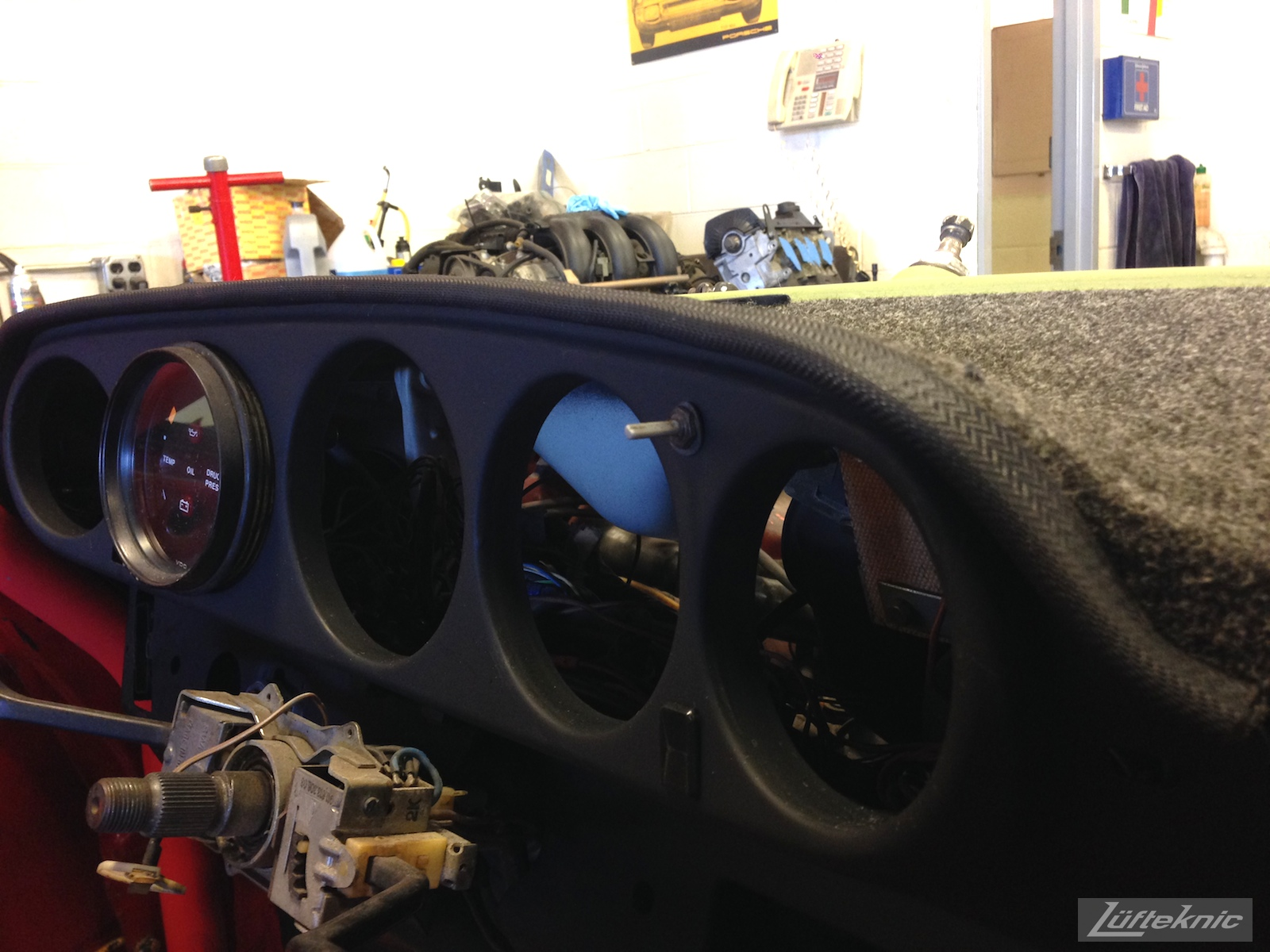 Lüfteknic #projectstuka Porsche 930 Turbo dash board with trim close up