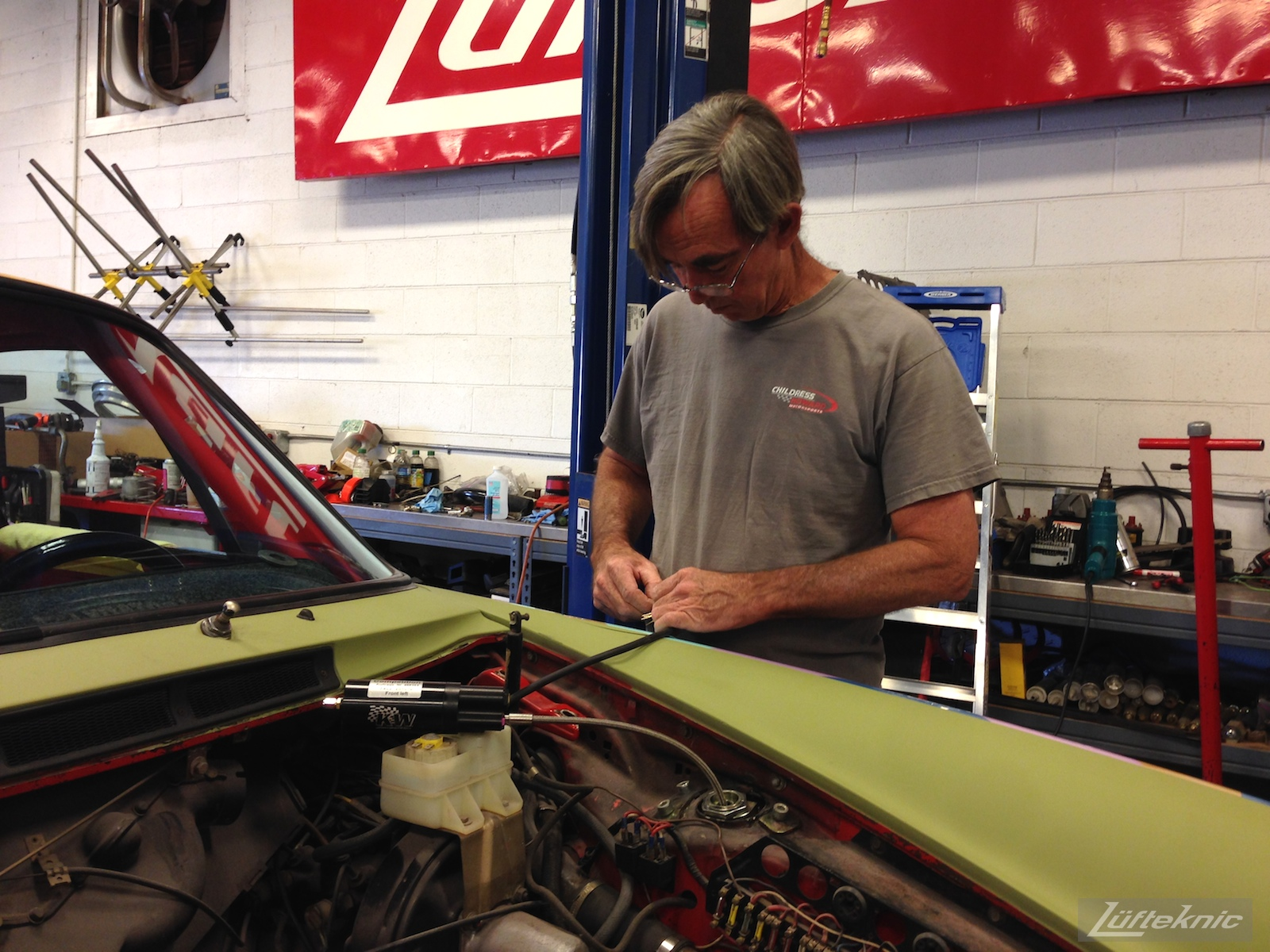 Marshall Smith completes wiring on the Lüfteknic #projectstuka Porsche 930 Turbo