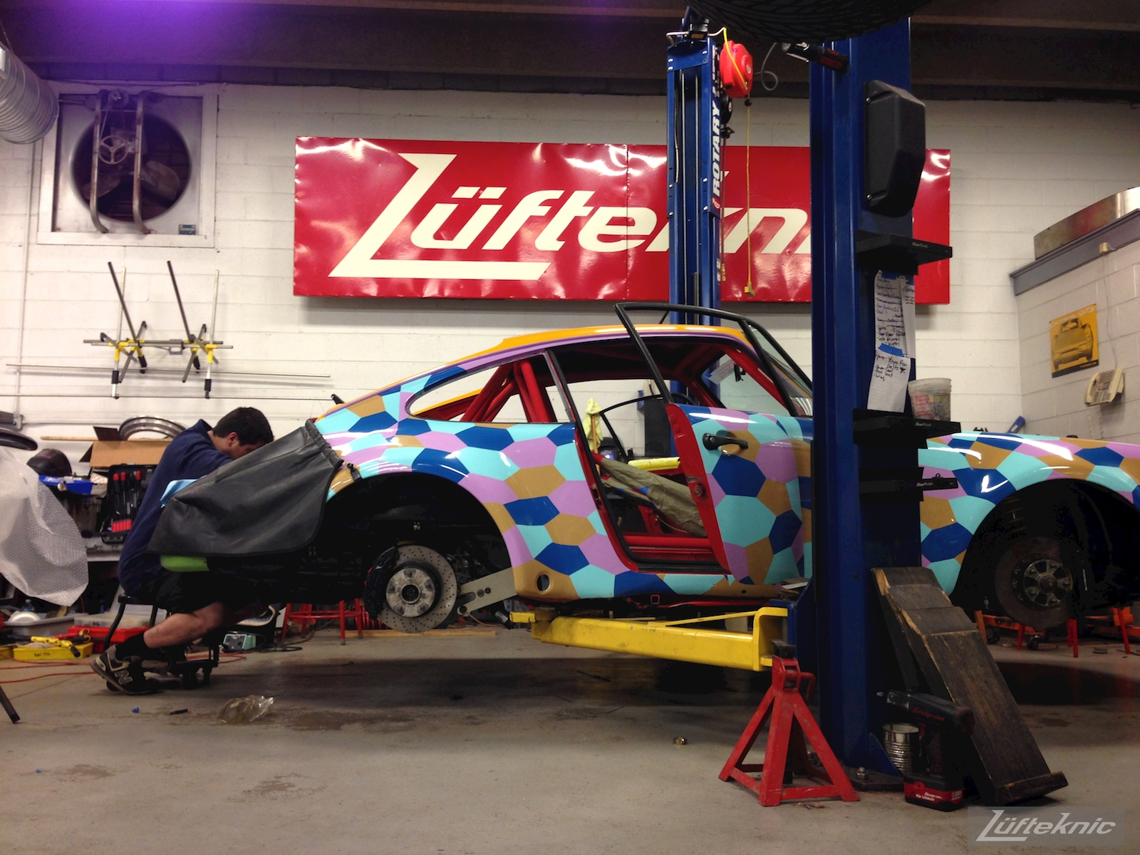 Lüfteknic #projectstuka Porsche 930 Turbo profile on the lift, with Lufteknic staff working on the engine
