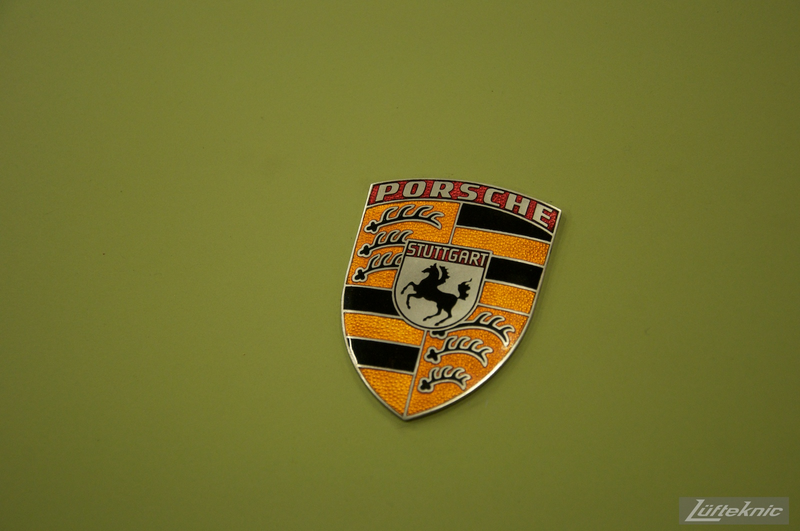 Close up of the incorrectly finished (colors) badge of the Lüfteknic #projectstuka Porsche 930 Turbo