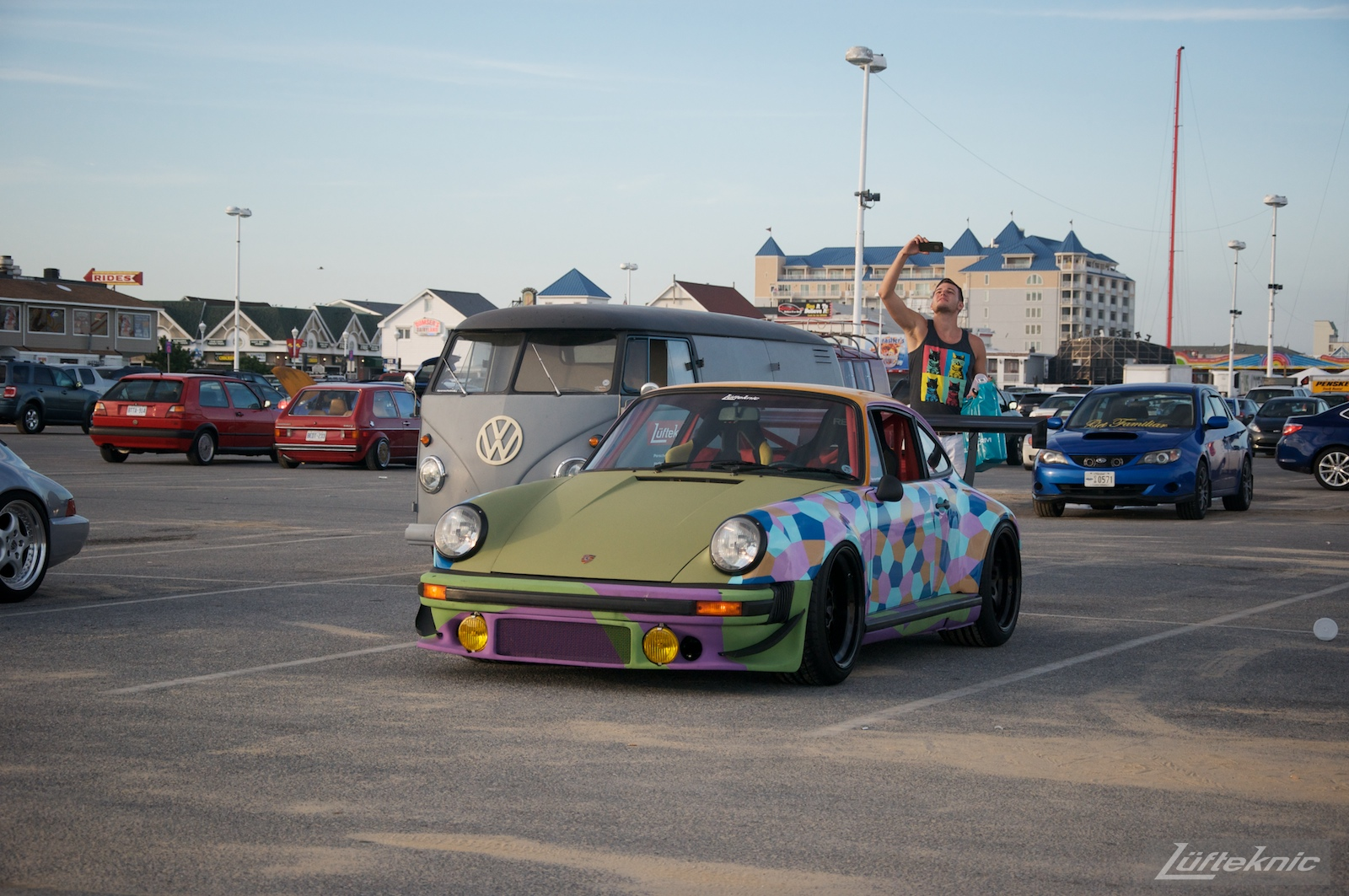 The Lüfteknic #projectstuka Porsche 930 Turbo and porschebus pose at the inlet parking lot for pictures.