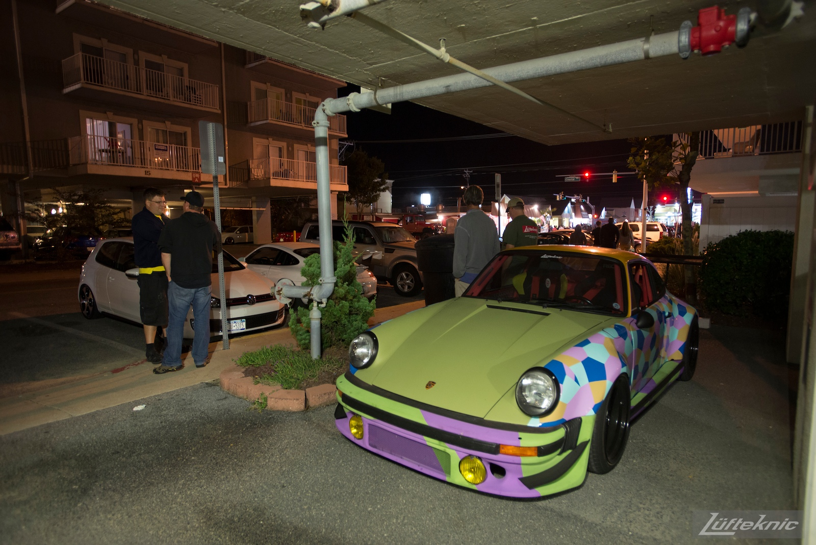 Lüfteknic #projectstuka Porsche 930 Turbo at night with crowds talking.