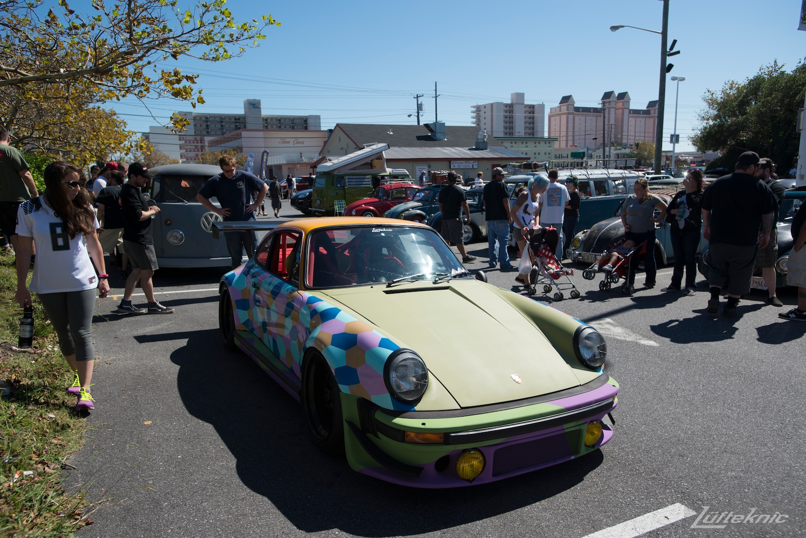 The Lüfteknic #projectstuka Porsche 930 Turbo at a get together at h2oi with bystanders taking in the car.