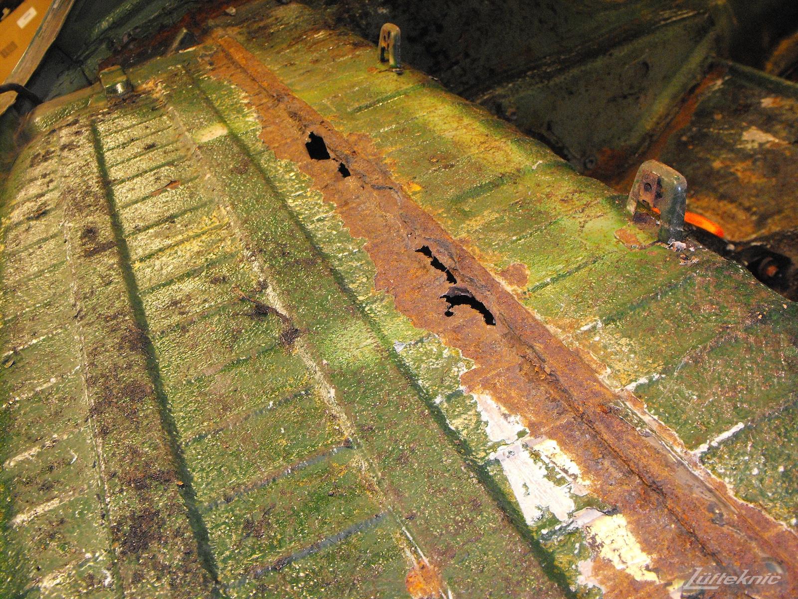 Rear decklid rust shown on an Irish Green Porsche 912 undergoing restoration at Lufteknic.