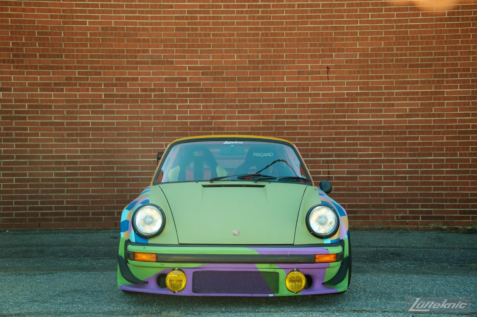 Lüfteknic #projectstuka Porsche 930 Turbo in front of a brick wall