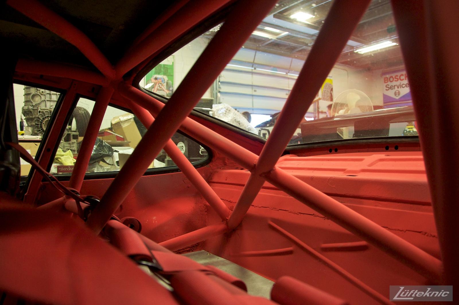 Roll cage details on the Lüfteknic #projectstuka Porsche 930 Turbo