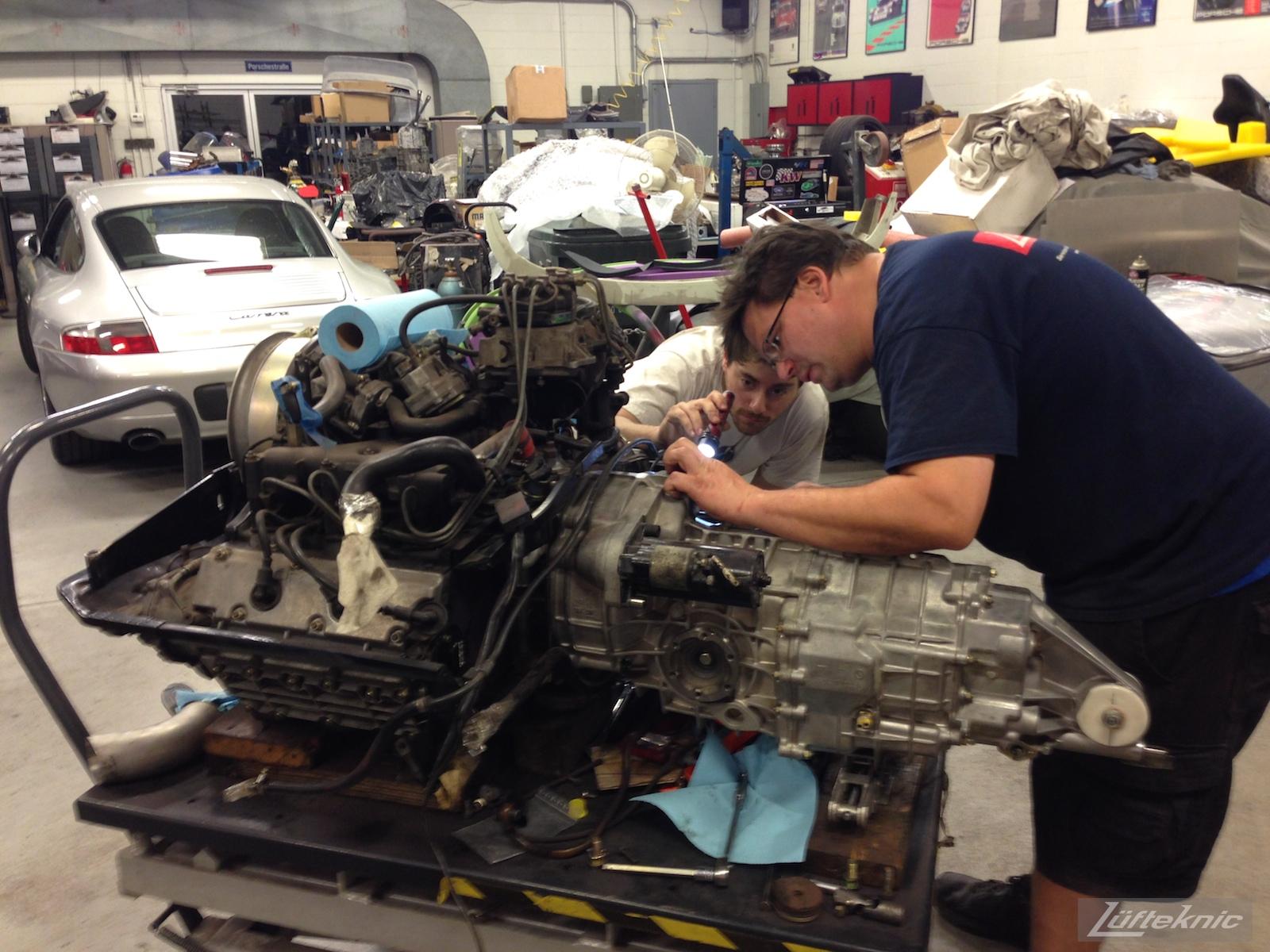 Lüfteknic #projectstuka Porsche 930 Turbo bellhousing inspection