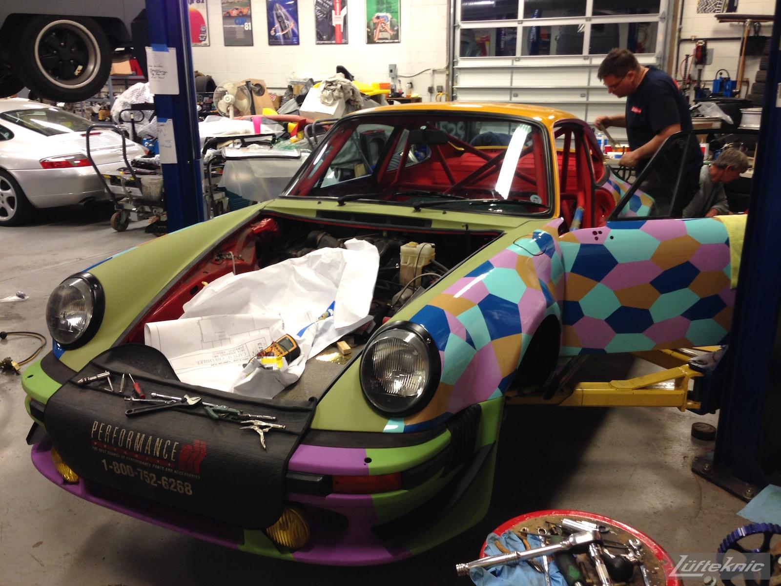 inspecting work on the Lüfteknic #projectstuka Porsche 930 Turbo