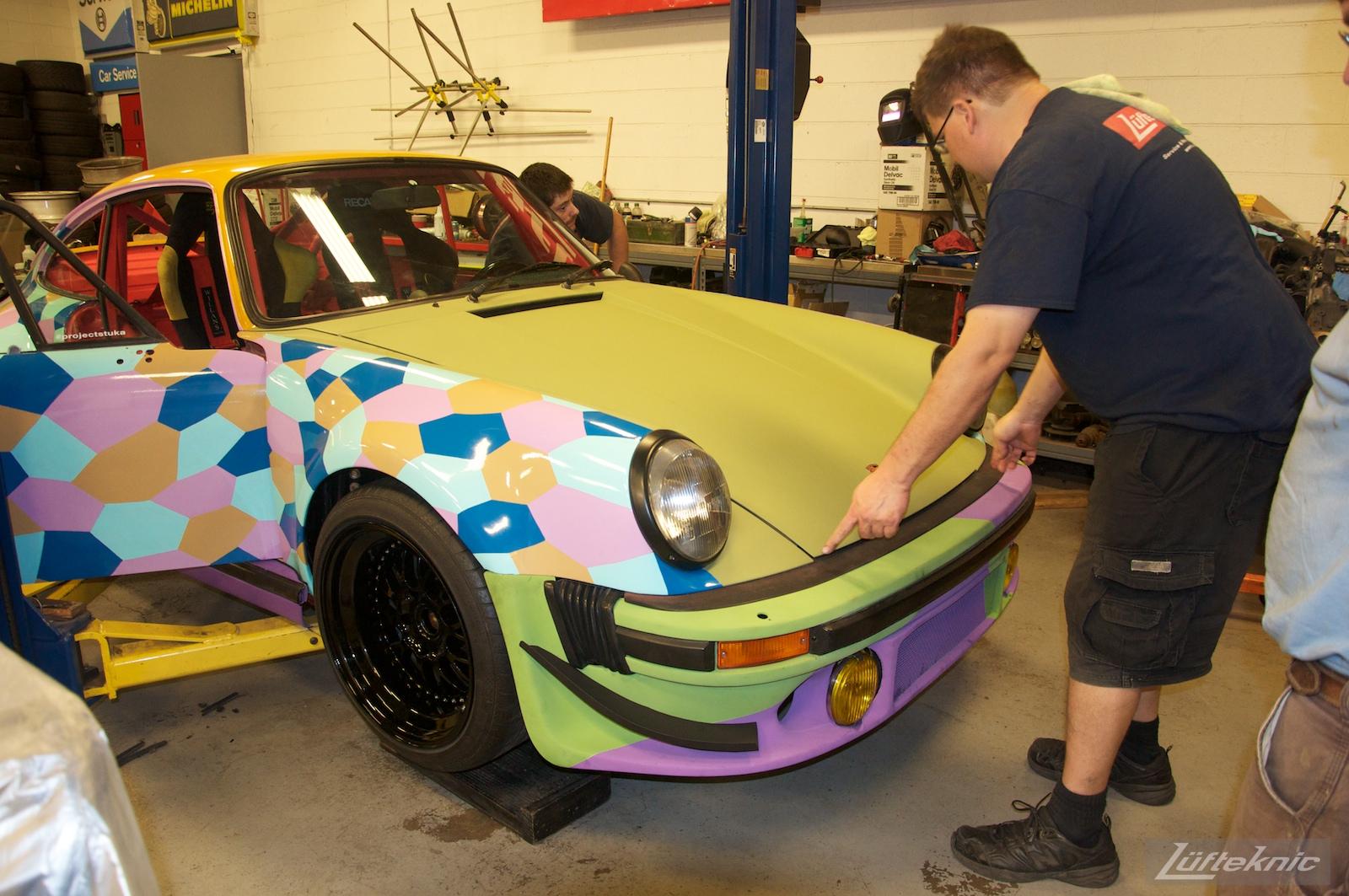 Test fitting the hood on the Lüfteknic #projectstuka Porsche 930 Turbo